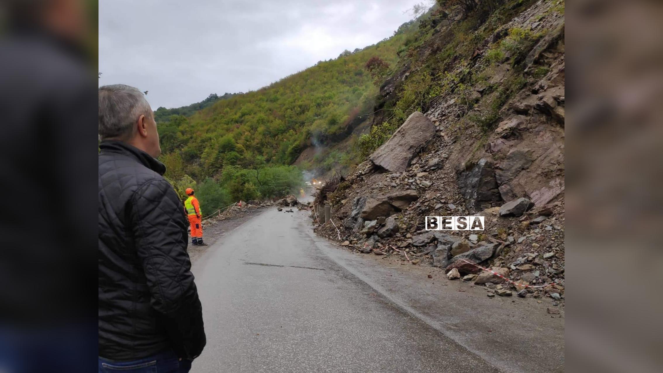 Rrëshqitje dheu në rrugën Prizren-Reçan