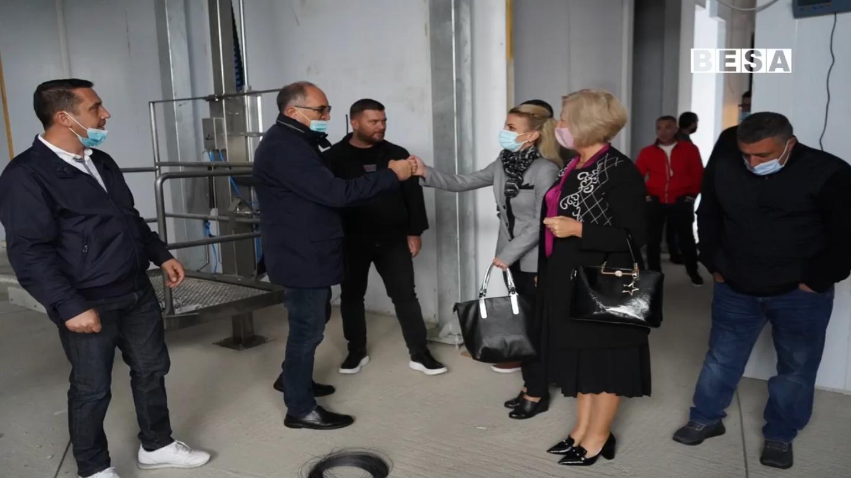 Kandidati i PDK-së për kryetar komune Shaqir Totaj bashkë me kandididatët për Asamble vizitojnë bizneset private dhe degën e Organizatës së Luftës së UÇK-së në Prizren