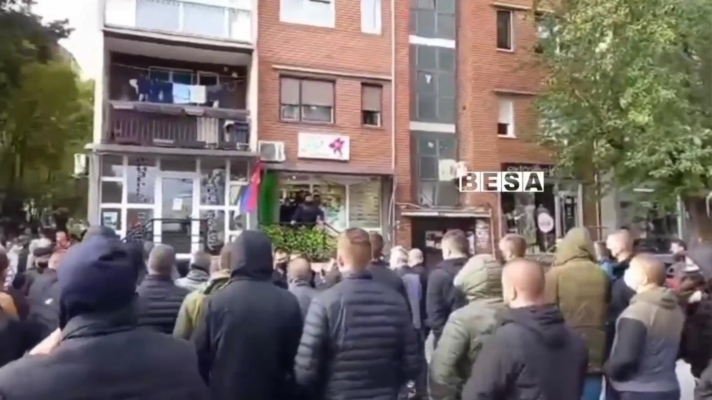 Pamjet e fundit/sërbët në Veri bllokojnë rrugët pas aksionit të Policisë së Kosovës (VIDEO)
