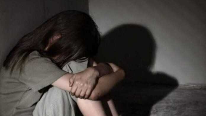 Dyshohet se dhunoi të miturën para një muaji, prokurori rekomandon lirimin e burrit nga Skënderaj