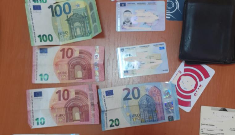 Qytetari gjen portofolin me rreth 250 euro në Prizren – e dorëzoi në polici